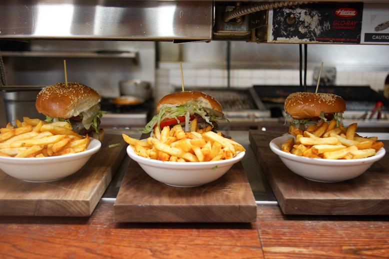 Canoe Burger & Fries