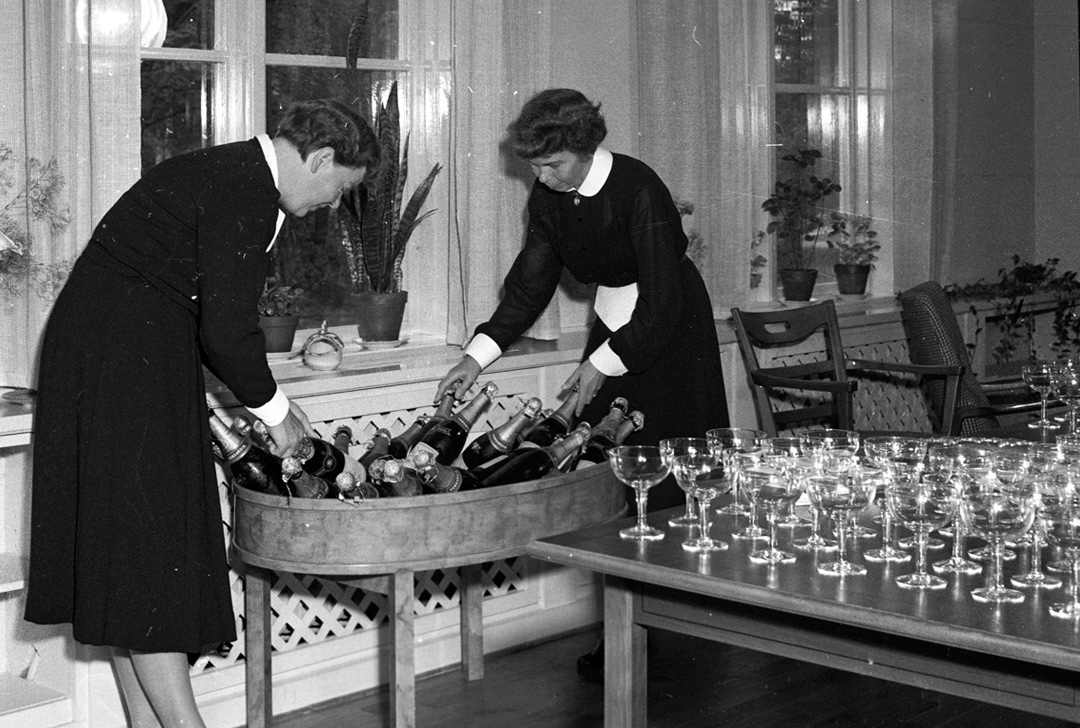 1950s-veuve-clicquot-champagne-party