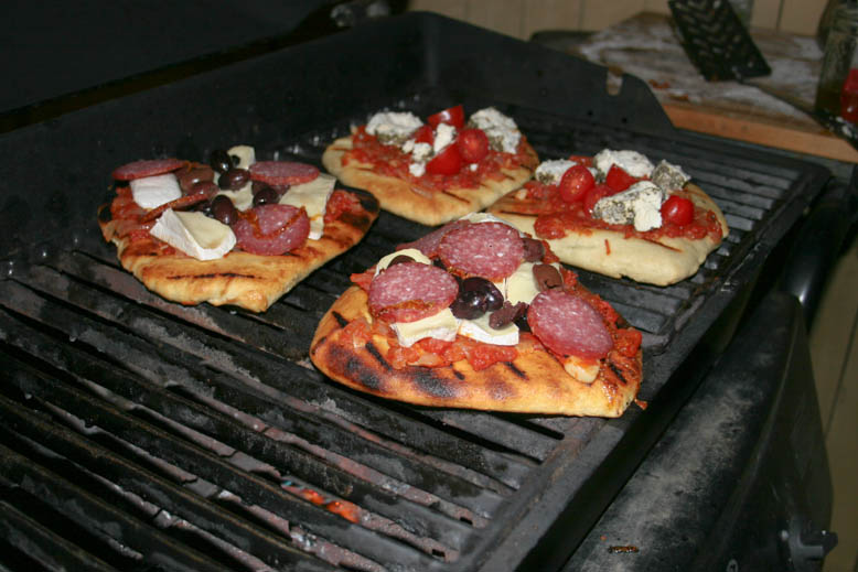 bbq pizza - on the grill