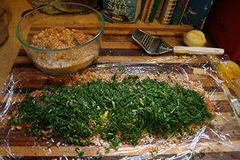 Gravlax filets covered with the mixture