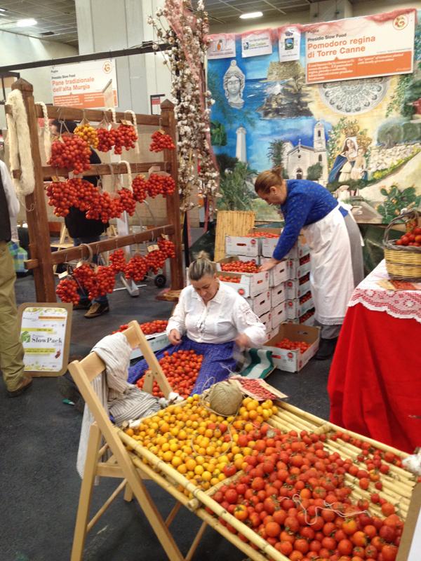 Vendors braiding tomatoes the regional way